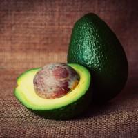 Deitar fora a semente do abacate?