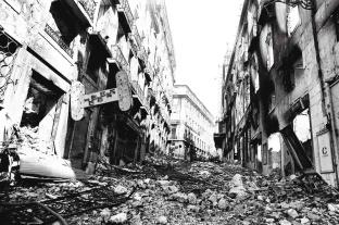 Fogo acabou por provocar o desmoronamento de vários edifícios. Foto: João Marques Valentim