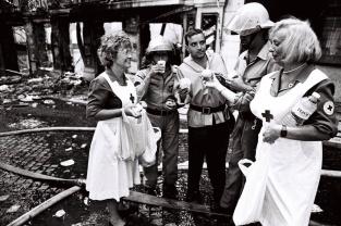 Bombeiros chegaram a pedir o apoio da população com comida e leite para os operacionais. Foto: João Marques Valentim