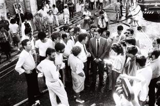 Cavaco Silva, na altura Primeiro-ministro, durante a visita ao local. Foto: João Marques Valentim