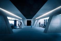 """Este espaço chama-se """"Tech Lab"""" (""""Laboratório Tecnológico"""", numa tradução livre) e presta homenagem a todos os gadgets da personagem. Foto: Kristopher Grunert/Bergbahnen Sölden"""