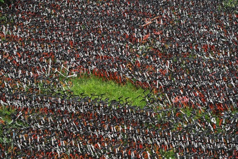 Bicicletas empilhadas no distrito de Caidian. Foto: VCG.