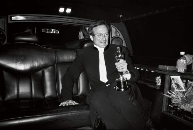 """Arthur Grace fotografou Williams à saída de uma festa dos Óscares, em 1998. O ator ganhou nesse ano o prémio de Melhor Ator Secundário pelo filme """"O Bom Rebelde"""" (1997). Foto: Arthur Grace"""