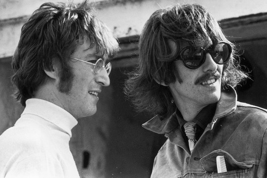 Resultado de imagem para Vídeo inédito mostra Lennon e Harrison tocando juntos após fim dos Beatles