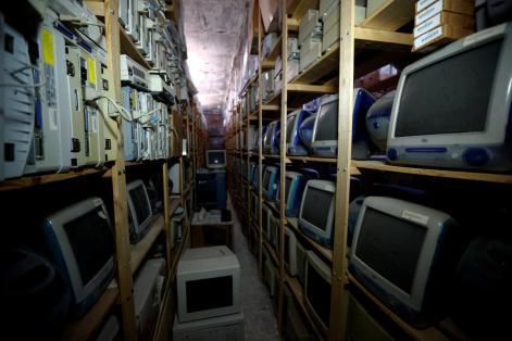 vários computadores Apple. Foto: REUTERS/Leonhard Foeger