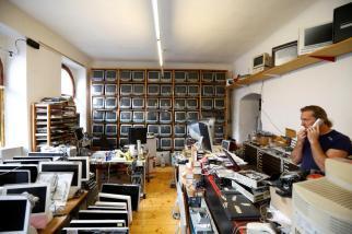 o coleccionador Roland Borsky no seu escritório. Foto: REUTERS/Leonhard Foeger