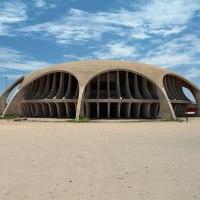 Cinema futurista no sul de Angola nunca recebeu filmes e está ao abandono há 45 anos