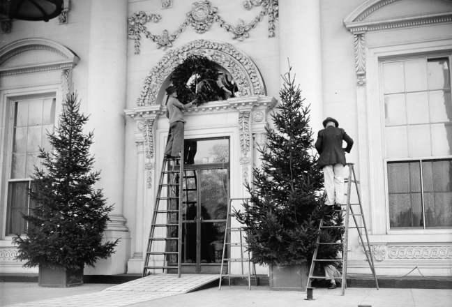 1939 - Funcionários trabalham na decoração da Casa Branca. Foto: Granger/REX/Shutterstock