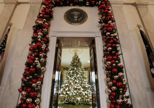 2006 - A entrada para a Sala Azul da Casa Branca. Foto: Ron Edmonds/AP