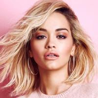 Rita Ora renasce como uma fénix
