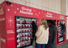 """A 29 de novembro de 2018, em Nova Iorque, foram colocadas estas """"Giving Machine"""" com o objetivo de as pessoas doarem dinheiro para ser utilizado com gado, refeições, roupas e instituições de caridade em todo o mundo. Foto: DON EMMERT/AFP/Getty Images"""