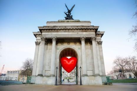 """A 14 de feveiro, em Londres, foi instalado o projeto """"Chubby Hearts Over London"""" que consiste numa carta de amor aquela cidade Foto: David M. Benett/Dave Benett/Getty Images for Anya Hindmarch"""