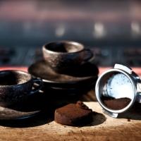 Startup cria copos a partir de grãos de café reciclados
