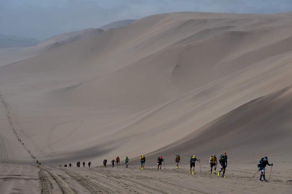 Competidores participam na segunda fase da 2ª Meia Maratona de Sables, no Peru. Foto: Martin Bureau/AFP via Getty Images